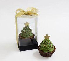 Mini árvore feita com base de brownie, ganache de chocolate e enfeites de açúcar.140g.