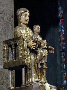 La Vierge de l'église d'Orcival.Puy de Dôme. Auvergne