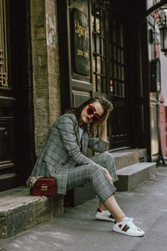 Zara check printed suit, mango check printed blazer,topshop checked flared trousers, checked suit, c Tomboy Chic, Estilo Tomboy, Estilo Grunge, Tomboy Fashion, Look Fashion, Tomboy Style, Fall Fashion, Suits And Sneakers, How To Wear Sneakers