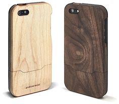 Die Firma Grovemade aus Portland, Oregon ist für ihr iPhone- und iPad-Zubehör aus Bambusholz bekannt geworden. Wir haben euchhierschonmal ihre Docks gezeigt. Jetzt haben sie einige neue Sachen in ihrer Kollektion, nämlich aus Walnuss- und Ahornholz. Zum