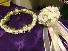 Pembe ve beyaz güllerden oluşan Gelin Tacı modelimiz.. #gelinbasi #gelintacı #gelintaci #ciceklitac #çiçektacı #flowercrown #rosecrown #brideaccessories #bridecrown #bridalaccessories #bridalcrown #bridalbouquet