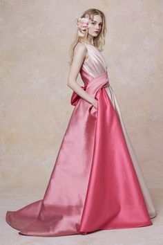 Marchesa Resort 2019 Fashion Show Collection: See the complete Marchesa Resort 2019 collection. Look 13 Marchesa, Pink Fashion, Fashion Show, Fashion Dresses, Fashion Design, Vogue Dresses, Fashion Stores, Haute Couture Fashion, Beautiful Gowns