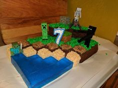 My brother and sister-in-law love their son very much. For my nephew's seventh birthday they spent several days designing and building this creative Minecraft cake and goodies. I was blown away and had to share their creation. Homemade Minecraft Cakes, Easy Minecraft Cake, Minecraft Party, Minecraft Skins, Minecraft Houses, Creeper Minecraft, Minecraft Crafts, Minecraft Cupcakes, Minecraft Bedroom