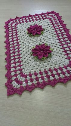 PAR DE TAPETES DE CROCHÊ no Elo7 | Claudia Crochetando (AE0999) Crochet Table Mat, Crochet Mat, Crochet Carpet, Crochet Tablecloth, Crochet Doilies, Crochet Flowers, Crochet Square Patterns, Crochet Squares, Crochet Designs