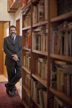 Para o filósofo Mário Sérgio Cortella, uma das principais referências do país em educação, somos a primeira geração que testemunha mudanças de paradigmas tão velozes. E é natural que os pais se sintam perdidos. Então, afinal, qual o segredo para não ficar ultrapassado na educação dos filhos?