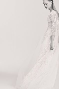 See the complete Elie Saab Bridal Spring 2017 collection.