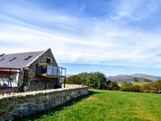 Fantastic news that our cottage, Ysgubor Las ref. 918053 featured in the Daily Post for winning a Royal Welsh Show buildings award!