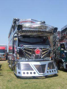 Japanese Dekotora (decoration truck) Las Vegas Slots, Heavy Equipment, Japanese Art, Classic Cars, Construction, Trucks, Vehicles, Custom Trucks, Autos