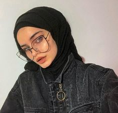 Image may contain: 1 person eyeglasses Tesettür Eşarp Modelleri 2020 Casual Hijab Outfit, Ootd Hijab, Girl Hijab, Hijab Chic, Edgy Outfits, Modern Hijab Fashion, Muslim Fashion, Muslim Girls, Muslim Women