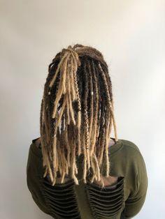 Une #création #dreadlocks #naturels #bijouxfantaisie #boho #bohemechic Dreads, Tie And Dye Blonde, Creations, Hobo Chic, Fantasy, Dreadlocks, Goddess Braids, Locs