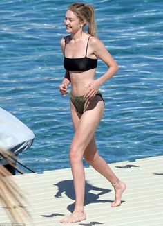 Gigi Hadid displays her toned abs in bikini in Greece | Daily Mail Online