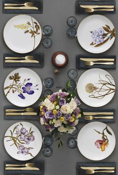 Flora Danica Table Setting in the 2012 Royal Copenhagen Catalogue Beautiful Table Settings, Table Set Up, Royal Copenhagen, China Painting, Elegant Table, Table Arrangements, Deco Table, Dinner Table, Home Interior