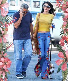 Увидеть джинсы на одной из самых элегантных женщин планеты можно нечасто. 38-летняя Амаль, супруга Джорджа Клуни, обычно предпочитает строгие платья и юбочные костюмы, дабы соответствовать статусу международного адвоката. Но время от времени Амаль все же любит экспериментировать с одеждой, примеряя