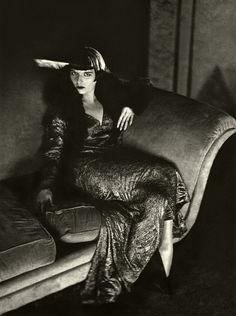 Louise Brooks looks quite the vamp. 1920's.