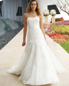 Elegant Strapless Embroider Sweep Train Organza Ball Gown Wedding Dress
