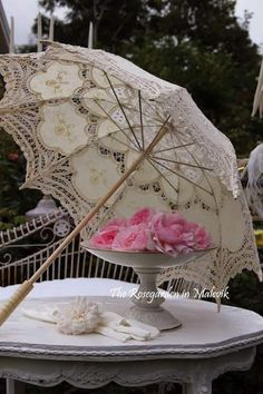 Vintage inspired umbrella and golves ~  Ana Rosa