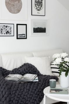 decordots: Super chunky wool blanket from Ohhio - nice picture wall above the sofa