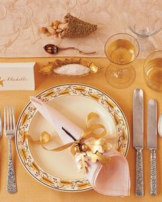A napkin and a handwoven sparkling favor echo the cornucopia's shape, while more gilded leaves and acorns festoon the napkin and the place card. Sugared almonds and pine nuts fill these favors.