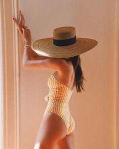 Море, солнце, песок, каникулы ... Что самое главное взять с собой? Конечно, без купальника в отпуске не обойтись! We Wear, How To Wear, Clothing Blogs, Street Style Blog, Striped Swimsuit, One Piece Bodysuit, Designer Swimwear, Summer Hats, Swimwear Fashion
