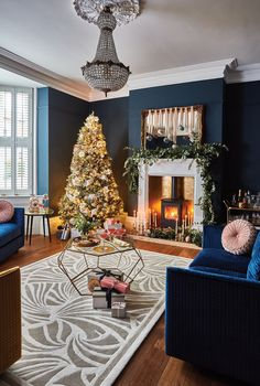 65 Christmas Tree Decoration Ideas and new trends for 2019 2020 December Page - Happy Christmas - Noel 2020 ideas-Happy New Year-Christmas Navy Living Rooms, Blue Living Room Decor, Living Room Color Schemes, New Living Room, My New Room, Living Room Designs, Dark Blue Living Room, Victorian Living Room, Modern Victorian Decor