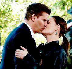 I love you, Bones. Best Tv Shows, Best Shows Ever, Movies And Tv Shows, Favorite Tv Shows, Tv Couples, Couples In Love, Bones Booth And Brennan, Jess New Girl, Bones Tv Series