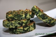 Burger spinaci e patate - Janis Ce. Vegetable Recipes, Vegetarian Recipes, Healthy Recipes, Vegan Burger Recipe Easy, Baby Food Vegetables, Good Food, Yummy Food, Light Recipes, Healthy Cooking