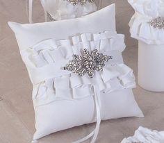 Isabella Ring Pillow (White)