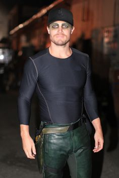 Leather Lifestyle for Men Mens Leather Pants, Leather Jackets, Manu Bennett, Stephen Amell Arrow, The Cw Shows, Kendall And Kylie Jenner, Leather Fashion, Black Pants, Sexy Men