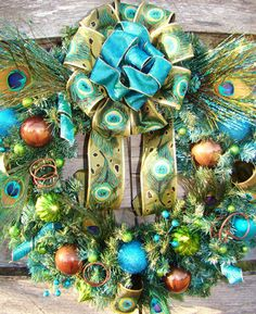 Peacock on pinterest peacock wreath peacock tutu and - Que faire avec des pommes de pin ...