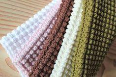 NYE HÆKLEDE KLUDE   Så er de nyeste klude og håndklæder blevet lavet her hjemme og enderne er hæftet. De nyes...