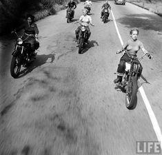 Tumblr Motorcycle Baby, Bobber Motorcycle, Motorcycle Tips, Motorcycle Design, Women Riding Motorcycles, Triumph Motorcycles, Custom Motorcycles, Lady Biker, Biker Girl