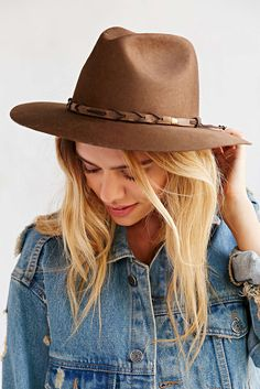 Jones Panama Hat - Urban Outfitters size L Hats For Women, Clothes For Women, Boho Fashion, Fashion Outfits, Latest Mens Fashion, Hat Hairstyles, Comfortable Fashion, Passion For Fashion, Autumn Winter Fashion