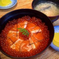 "Hokkaido has also been registered as a World Natural Heritage Site, Shiretoko (Shiretoko). It was the first time the ""natural heritage, including the ocean"" in Japan in 2005. Shops in the Shiretoko, ""Ikkyu-ya""! Mainly seafood Sankai that take in the region, commitment salmon oyakodon, salmon roe bowl, in the season of sea urchin sea urchin bowl half bowl (sea urchin and salmon roe half and half bowl) will be eaten. Homemade salmon roe and soy sauce-based salmon oyakodon that salmon was…"