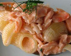 pasta al salmone coi pinoli