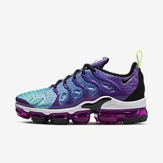 Nike Wmns Air Max Vapormax Plus . Dope or Nope . Air Max 87, Air Max Plus, Nike Run, Nike Air Vapormax, Futuristic Shoes, Air Max Sneakers, Sneakers Nike, Sneakers Fashion, Star Shoes