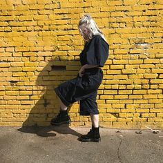 Face still puffy billie, 2019 billie eilish, famosos ve arti Billie Eilish, Easy Listening, Aesthetic Header, Bae, Videos Instagram, Album Cover, Six Feet Under, Sam Sam, Outfit Jeans