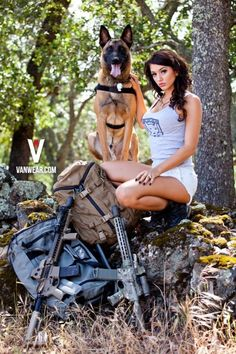 Sexy Guns and Buns Mädchen In Uniform, Outdoor Girls, Hunting Girls, Female Soldier, Army Soldier, Military Women, Military Army, N Girls, Army Girls