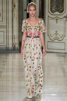 Luisa Beccaria Spring 2016 Ready-to-Wear Fashion Show Collection: See the complete Luisa Beccaria Spring 2016 Ready-to-Wear collection. Look 19 Luisa Beccaria, Pretty Outfits, Beautiful Outfits, Glamour Moda, Floral Fashion, Fashion Design, Jessica Parker, Fashion Moda, Women's Fashion