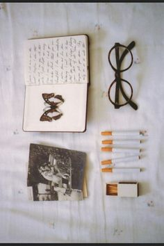 Imagem de vintage, book, and cigarette