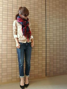With different jeans Fashion D, Young Fashion, Japan Fashion, Fashion Books, Denim Fashion, Fashion Pants, Daily Fashion, Fashion Outfits, Womens Fashion