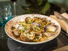Six reasons why Vegas is one of the most exciting food cities of Restaurant Guide, Seafood Restaurant, Best Korean Bbq, Shrimp Dumplings, Rice Rolls, Las Vegas Restaurants, Smoked Cheese, Tonkatsu, Teppanyaki