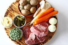 Salata de boeuf - rețetă pas cu pas | Laura Laurențiu Dairy, Cheese, Dishes, Traditional, Food, Salads, Tablewares, Essen, Meals