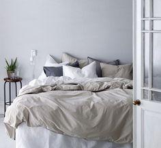 makuuhuone,makuuhuoneen sisustus,makuuhuoneen tekstiilit,jakkara,jakkarat,kingsize,ellos,kevät,kevät sisustus makuuhuone,pussilakana,pussilakanat,pussilakanasetti,pussilakanasetit,tyyny,tyynyt,tyynyliina,tyynyliinat,harmaa,valkoinen,beige