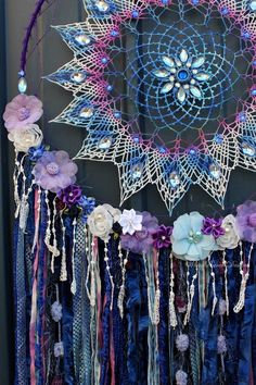 Mandala Dream Catcher - Bohemian Fantasy Home Decor - Embellished lace doily wall art by White Raven Designs Crafts For Teens, Diy For Kids, Diy Makeup Palette, Mobiles, Art Mur, Wall Art, Diy Gifts To Sell, Dreamcatcher Design, Diy Furniture Redo