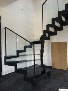 Escalier 2/4 tournant limon découpe en crémaillère finition acier naturel, garde-corps en verre stadip clair