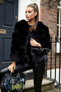 aa254b13e4 39 elbűvölő kép a(z) szőrme tábláról | Fur coats, Fur fashion és Fur