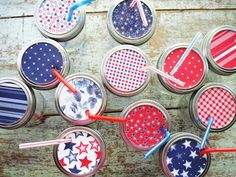 Red White Blue Mason Jar Sippy Cups – Patriotic Mason Jar Party Ideas I love this Fourth of July idea because of it's simplicity. All you need is paper in reds, whites, and blues, mason jars, straws, scissors and a hole punch. That's it. In fact, this Fourth of July craft idea is perfect to …