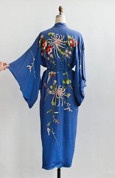 vintage 1940s blue vibrant embroidered silk kimono robe