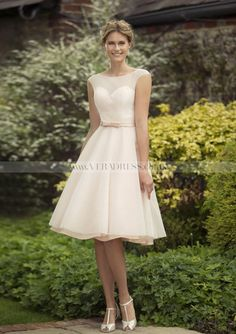 A-Line/Princess Sleeveless Scoop Neck Knee-Length Tulle Bridesmaid Dress With Bowknot