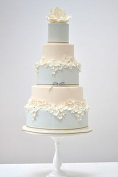 small wedding cakes Magnolia A chic modern wedding cake with masses of cream blossoms and a sugar magnolia As shown: Serves 200 portions Elegant Wedding Cakes, Beautiful Wedding Cakes, Gorgeous Cakes, Wedding Cake Designs, Pretty Cakes, Amazing Cakes, Wedding Cupcakes, 5 Tier Wedding Cakes, Magnolia Wedding